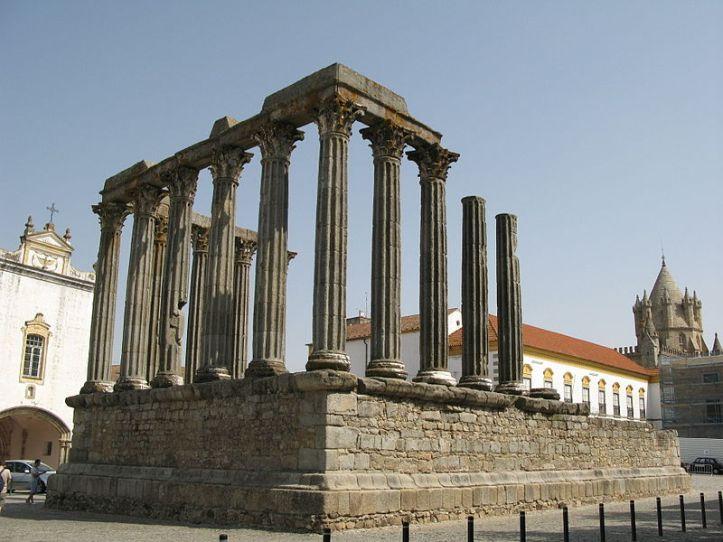 Templo-romano-de-Évora